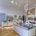 Sklep z pamiątkami i książkami, rezydencja królewska w Fontainebleau, Francja<br />Architekt: Patrick Ponsot, projektant: Julien Kolmont de Rogier